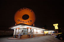 Randy's donuts. Los Angeles, California, USA. - Photo #6738