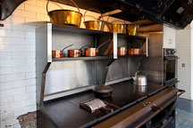Stove and pots in the kitchen of the Filoli country house. - Photo #24608