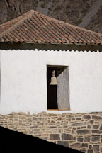 Bell in window at Ollantaytambo. Sacred Valley, Peru. - Photo #9180