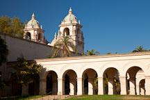 Arched walkway and Casa del Prado. Balboa Park, San Diego. - Photo #25881