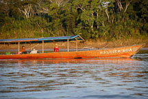 Boat traveling on the Madre de Dios river. Amazon, Peru. - Photo #8982