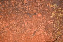 Rock wall covered in petroglyphs. V-V Ranch, Arizona, USA. - Photo #17784