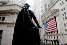 Statue of George Washington and the New York Stock Exchange (NYSE). New York City, New York, USA. - Photo #13184