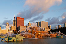 Buckingham Fountain, early morning. Chicago, Illinois, USA. - Photo #10485