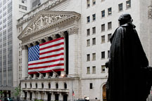 New York Stock Exchange and statue of George Washington. New York City, New York, USA. - Photo #13186