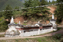 Chorten and mani wall. Phobjikha Valley, Bhutan. - Photo #23787