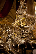 Solid silver tomb of St John of Nepomuk. Prague, Czech Republic. - Photo #29687