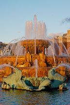 Water spraying at Buckingham Fountain. Chicago, Illinois, USA. - Photo #10487