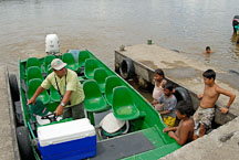 Children investigating a tourist boat. Tortuguero village, Costa Rica. - Photo #13988