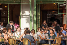 Crowded Paris cafe. - Photo #31289
