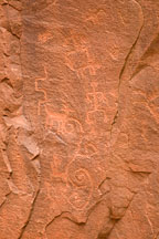 Petroglyphs including human like figures. V-Bar-V Ranch, Arizona, USA. - Photo #17789