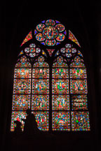 Praying statue and stained glass. Notre Dame Cathedral, Paris. - Photo #30991