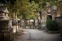 Mausoleums and grave stones at Pere Lachaise. - Photo #31396