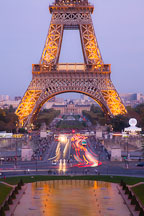 Traffic by the Eiffel Tower. Paris, France. - Photo #30896
