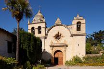 The basilica of the Mission San Carlos Borromeo de Carmelo. Carmel, California. - Photo #26798