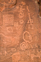 Geometric shaped petroglyphs. V-Bar-V Ranch, Arizona, USA. - Photo #17798
