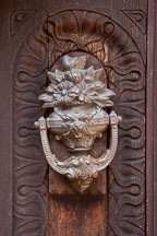 Close-up of door knocker at Filloli Gardens. - Photo #24598