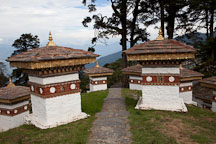 Path leading down through the 108 chorten. Dochu La, Bhutan. - Photo #23198