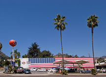 Norm's 76 gas station. Sunset boulevard, Los Angeles, California, USA. - Photo #8376