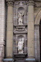 Statues of the Apostles on the front facade of the Lima Cathedral. Lima Centro, Peru. - Photo #8778