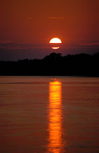 Sunrise over the Madre de Dios river. Amazon, Peru. - Photo #8917